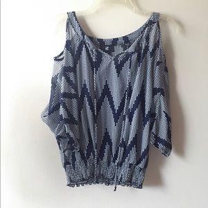 💕💎 Cute iZ Byer Open shoulder blouse. Sz M 💎💕